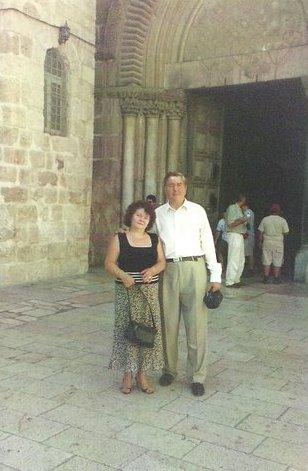 cristian_si_dorina_la_intrarea_in_biserica_sf__mormant