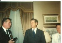 1992-scriitorul romano-american cristian petru balan  in timp ce lua regelui mihai un interviu pentru radio vocea americii,in prezenta reginei ana