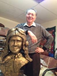 """Sculptorul roman CRISTIAN PETRU BALAN din SUA,autorul bustului aviatorului irlandez-american Edward Henry """"Butch"""" O'Hare-facut cadou Muzeului Aeroportului Edward Henry """"Butch"""" O'Hare´´ din CHICAGO"""